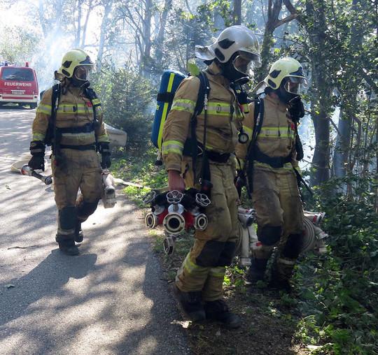 Die Feuerwehren im Bezirk Schwaz mussten einen Waldbrand bekämpfen.