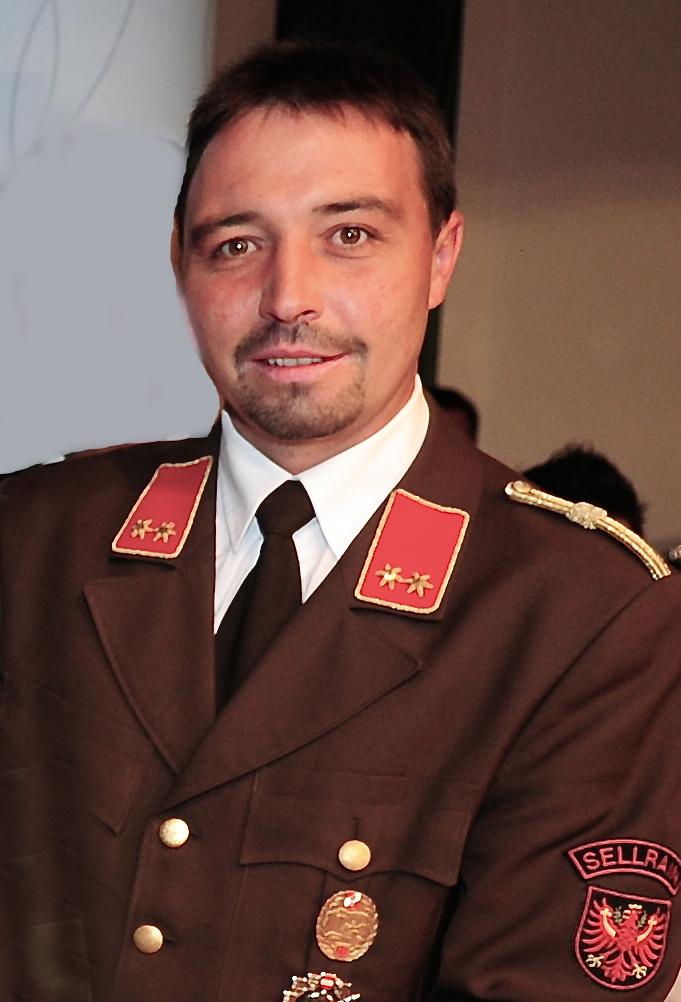 Stellvertretend für die Tiroler Feuerwehren wurde der Georg Rainer, Kdt. der FF Seilrain, ausgewählt.