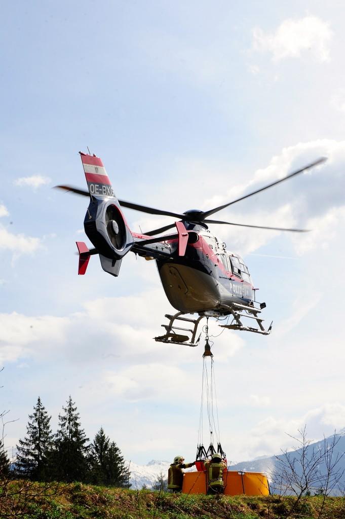 Bei vielen Einsätzen der Tiroler Feuerwehren ist Hubschrauberunterstützung erforderlich.