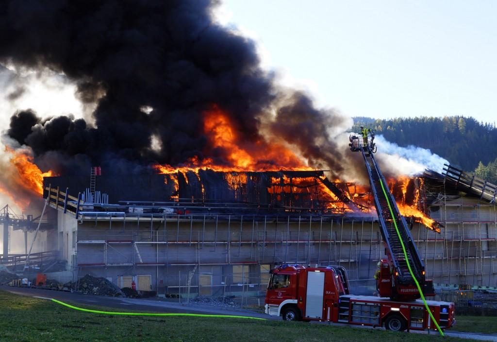 Den größten Schaden verursachte der Brand der Bergbahn-Talstation in Nauders!