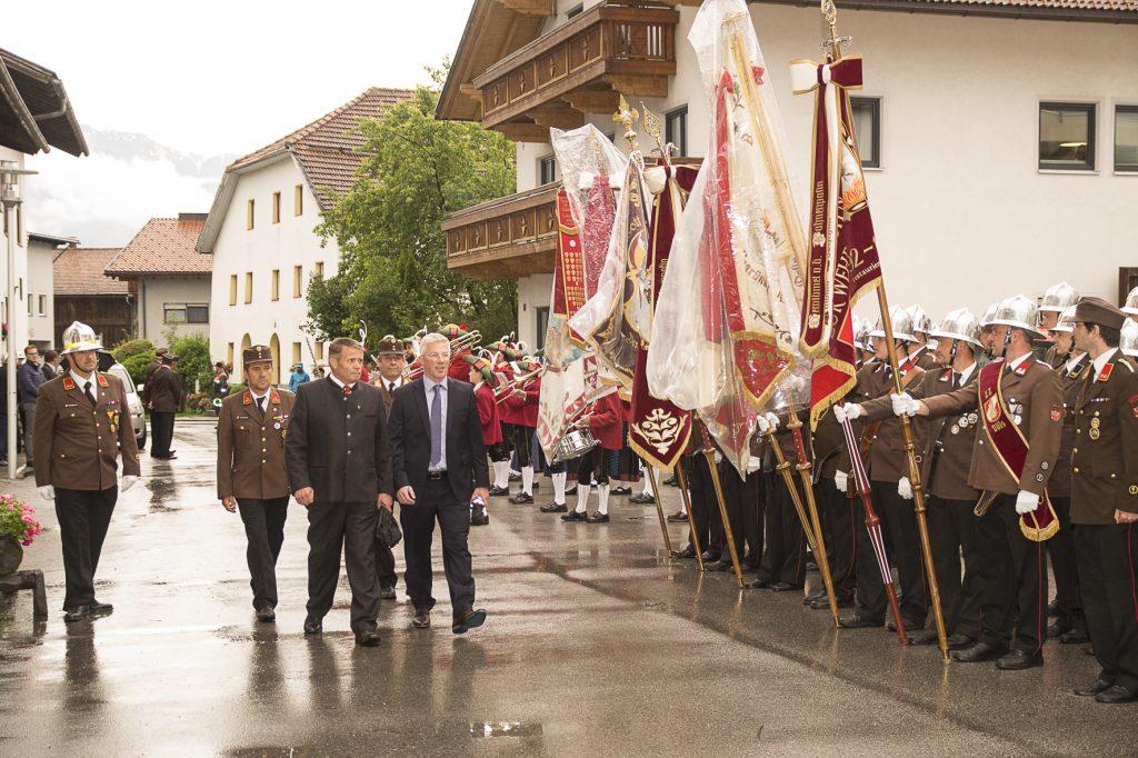KDTSTV OBI Matthias Saurwein, KDT Christian Volderauer, LA Rudolf Nagl, BFKDTSTV Lorenz Neuner, BGM Josef Singer beim Abschreiten der Front