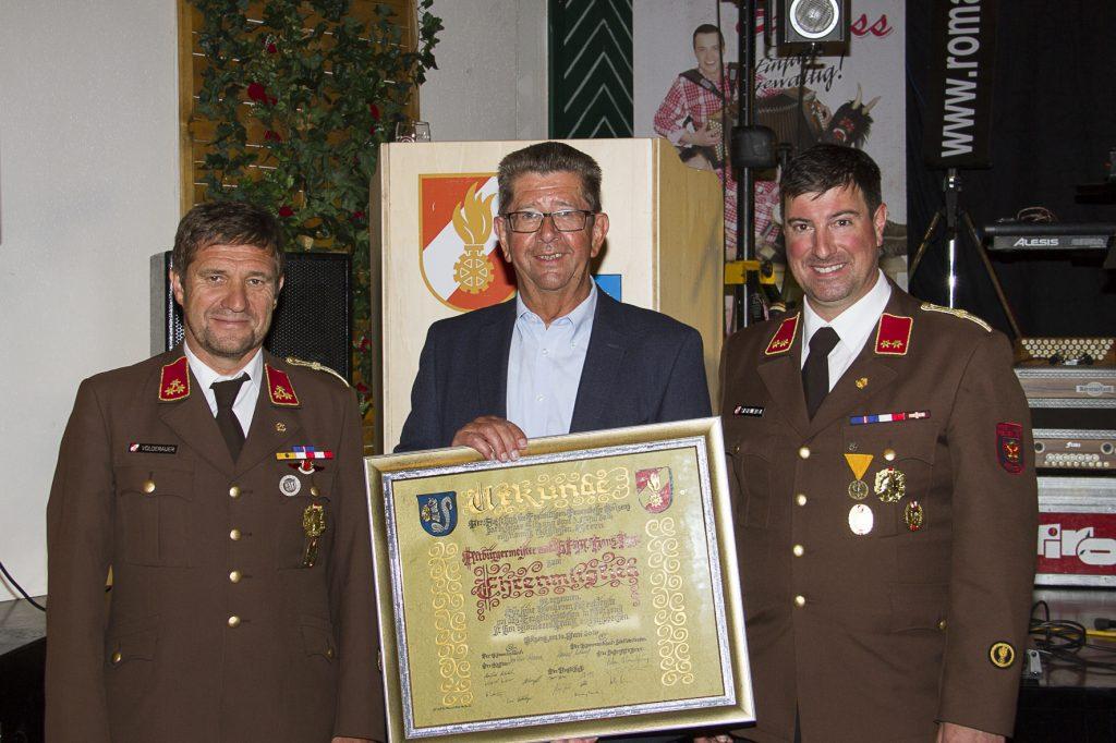 Verleihung der Ehrenmitgliedschaft an Altbürgermeister Hans Payr