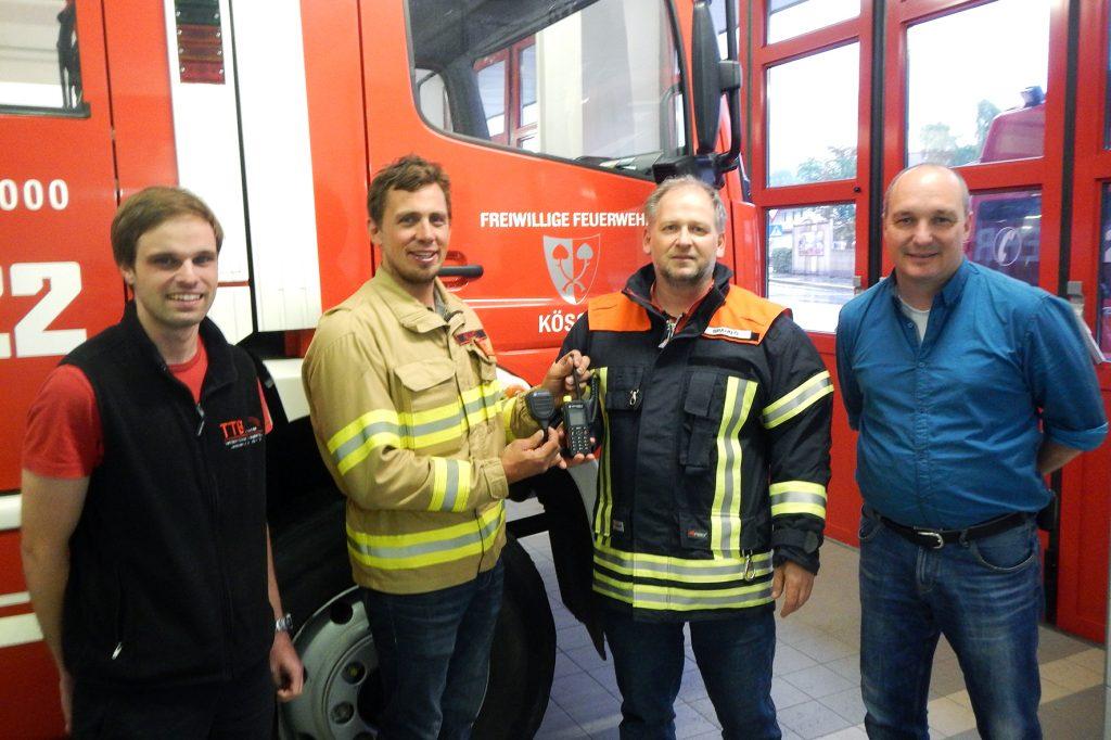 V.l.n.r.: Christian Strohmayer (TTB Traunstein,), Kdt. Andreas Paluc (Feuerwehr Kössen), Kdt. Günther Braun (Feuerwehr Reit im Winkl) und Benno Stockklauser (Digitalfunk Multiplikator)