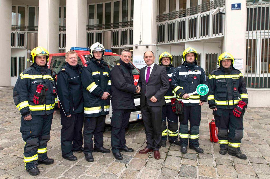 BMI Wolfgang Sobotka unterstützt das Anliegen der Feuerwehren bei der Gesundheitsvorsorge im Einsatz.